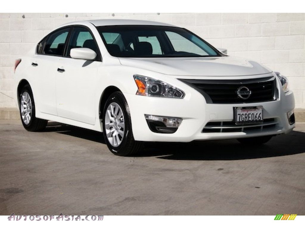 Pearl White / Charcoal Nissan Altima 2.5 S