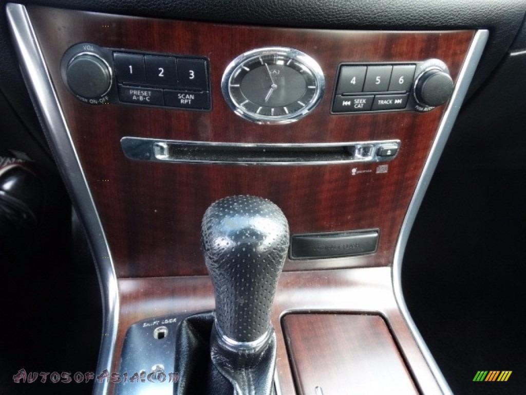 2010 M 35x AWD Sedan - Moonlight White / Wheat photo #29