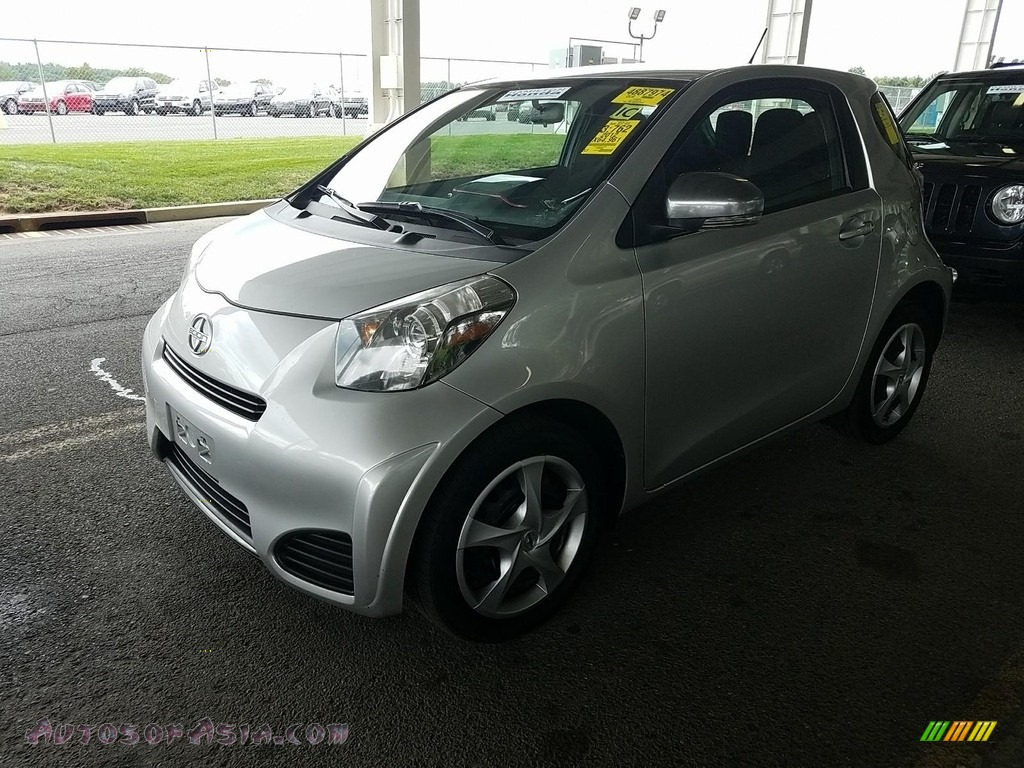 Classic Silver Metallic / Dark Gray Scion iQ