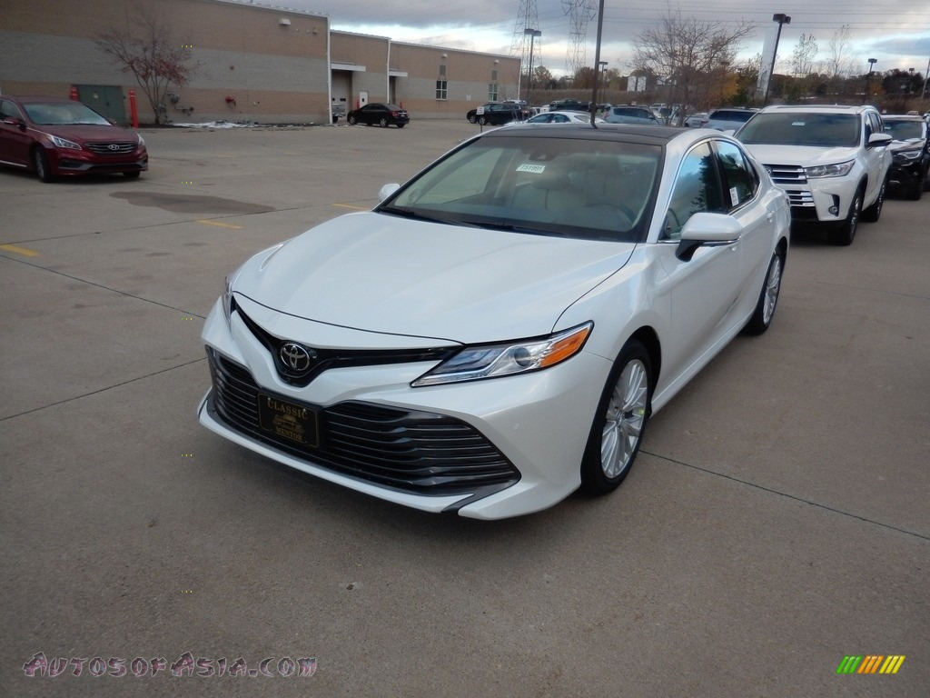 2018 Camry XLE - Wind Chill Pearl / Macadamia photo #1