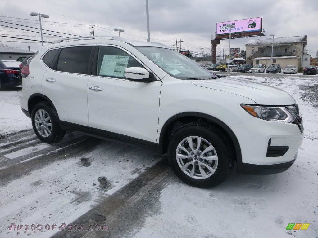 Glacier White / Charcoal Nissan Rogue SV AWD