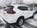 Nissan Rogue SV AWD Glacier White photo #4