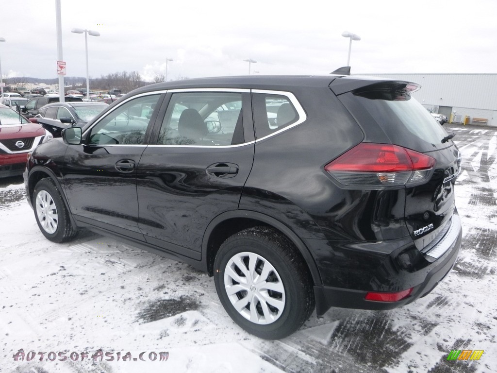 2018 Rogue S AWD - Magnetic Black / Charcoal photo #9