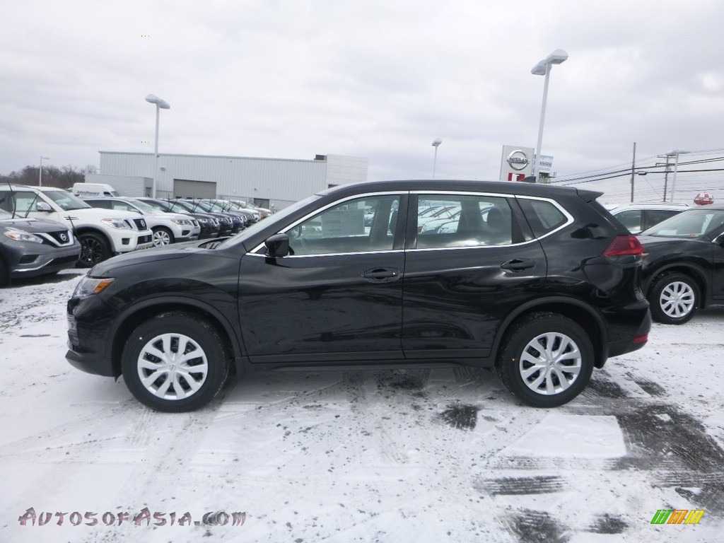 2018 Rogue S AWD - Magnetic Black / Charcoal photo #10