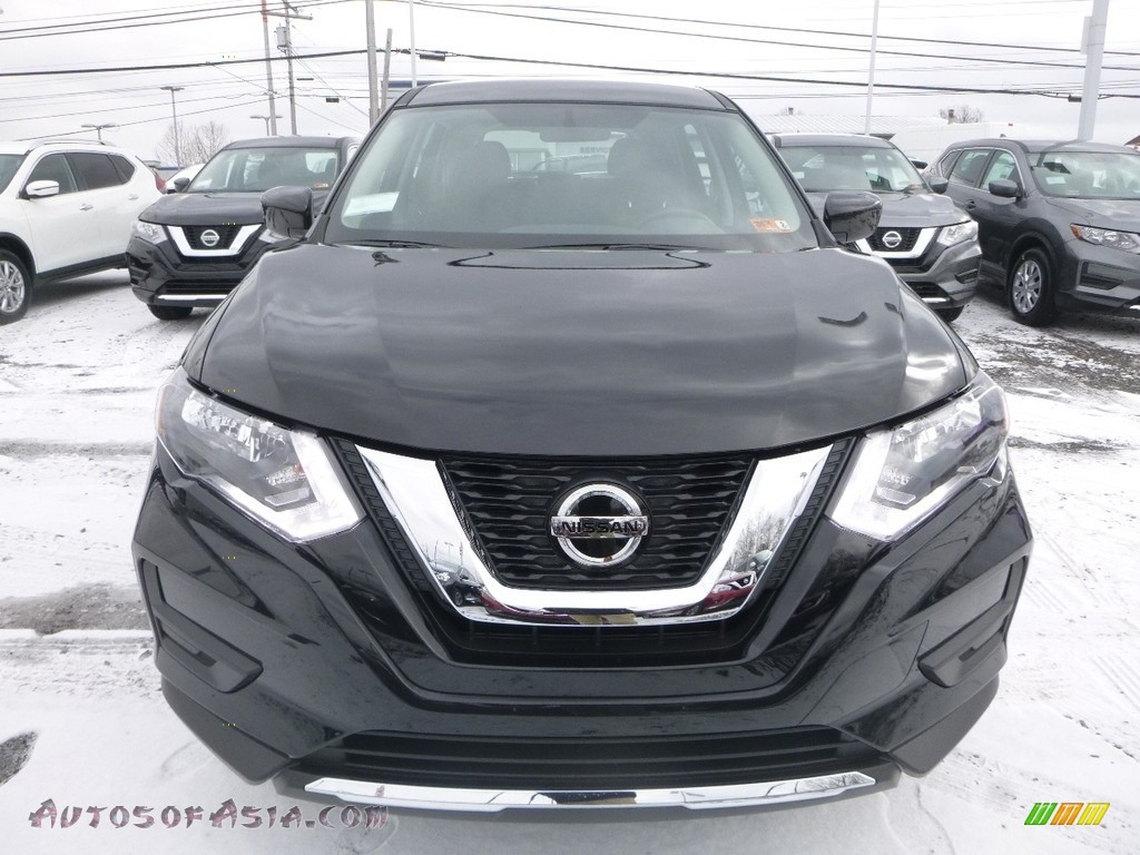 2018 Rogue S AWD - Magnetic Black / Charcoal photo #12