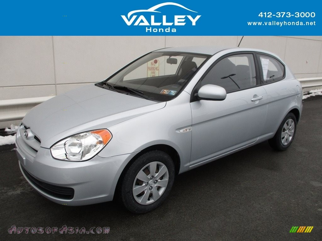 Platinum Silver / Black Hyundai Accent GS 3 Door