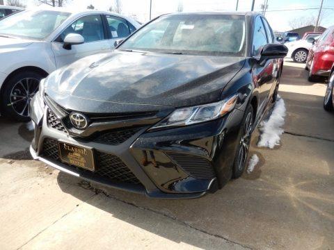 Midnight Black Metallic 2018 Toyota Camry SE