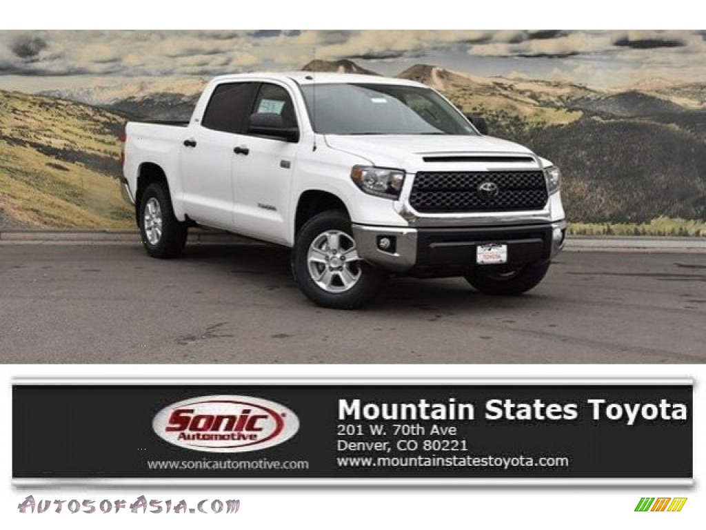 2018 Tundra SR5 CrewMax 4x4 - Super White / Black photo #1