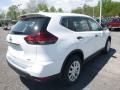 Nissan Rogue S AWD Glacier White photo #4