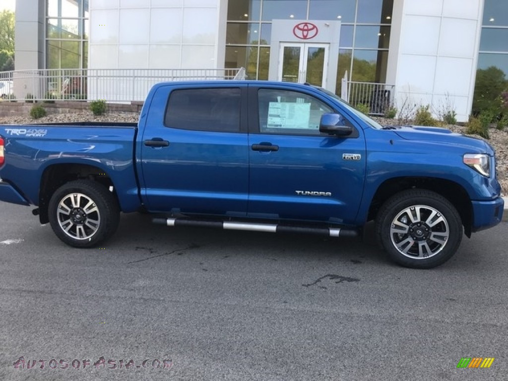 2018 Tundra SR5 CrewMax 4x4 - Blazing Blue Pearl / Graphite photo #2