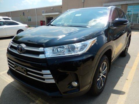Midnight Black Metallic 2018 Toyota Highlander XLE AWD