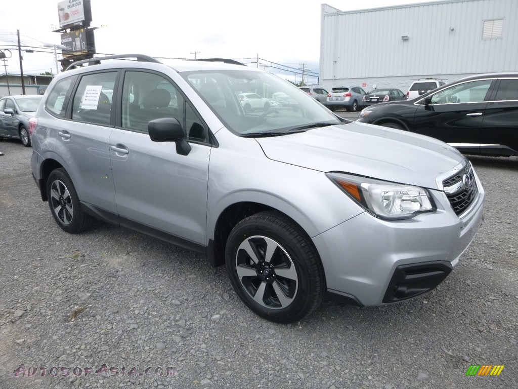 2018 Forester 2.5i - Ice Silver Metallic / Black photo #1