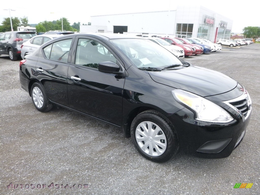 2018 Versa SV - Super Black / Charcoal photo #1
