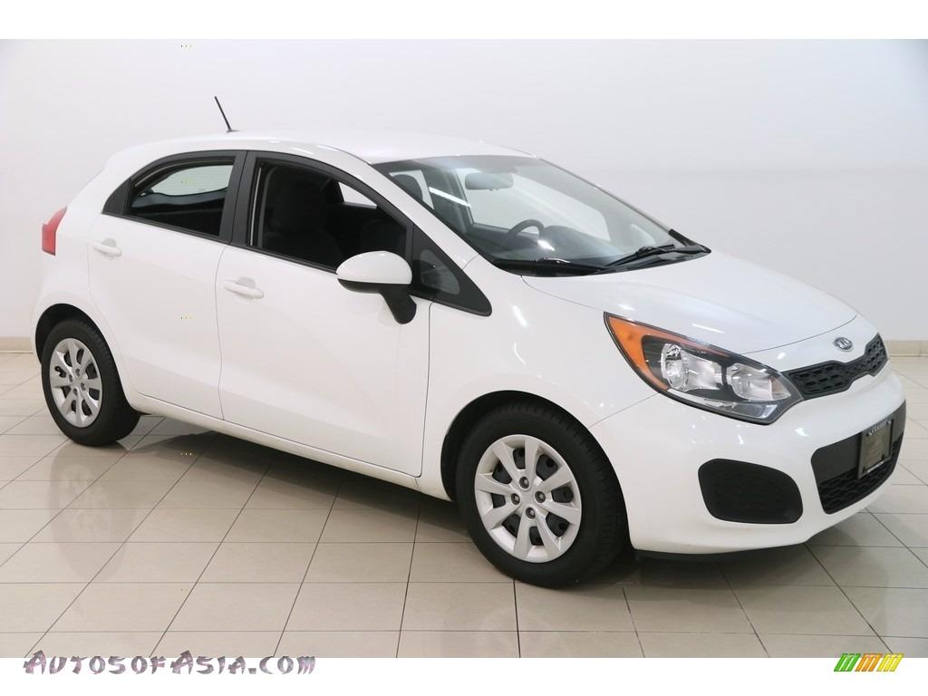 2012 Rio Rio5 LX Hatchback - Clear White / Black photo #1