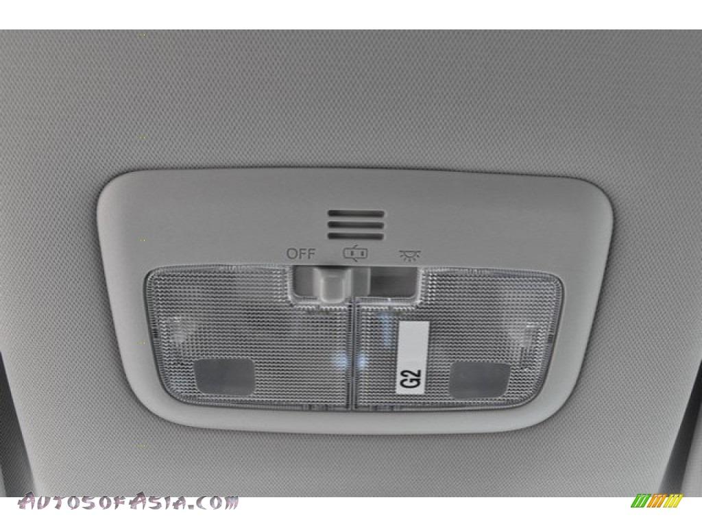 2019 Corolla LE - Super White / Black photo #9
