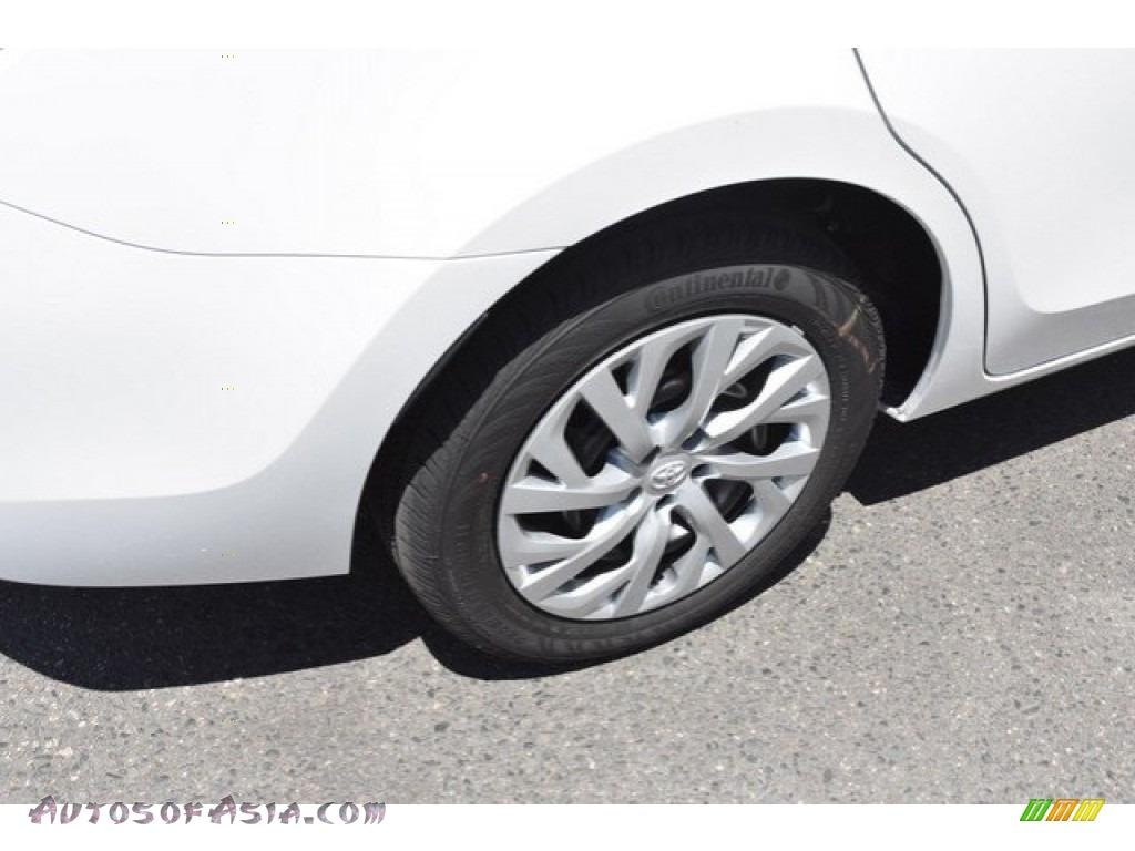 2019 Corolla LE - Super White / Black photo #34