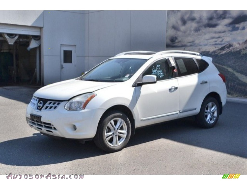 2012 Rogue SV AWD - Pearl White / Gray photo #2