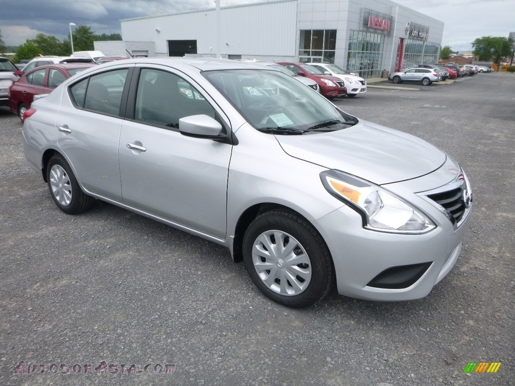 Brilliant Silver / Charcoal Nissan Versa SV