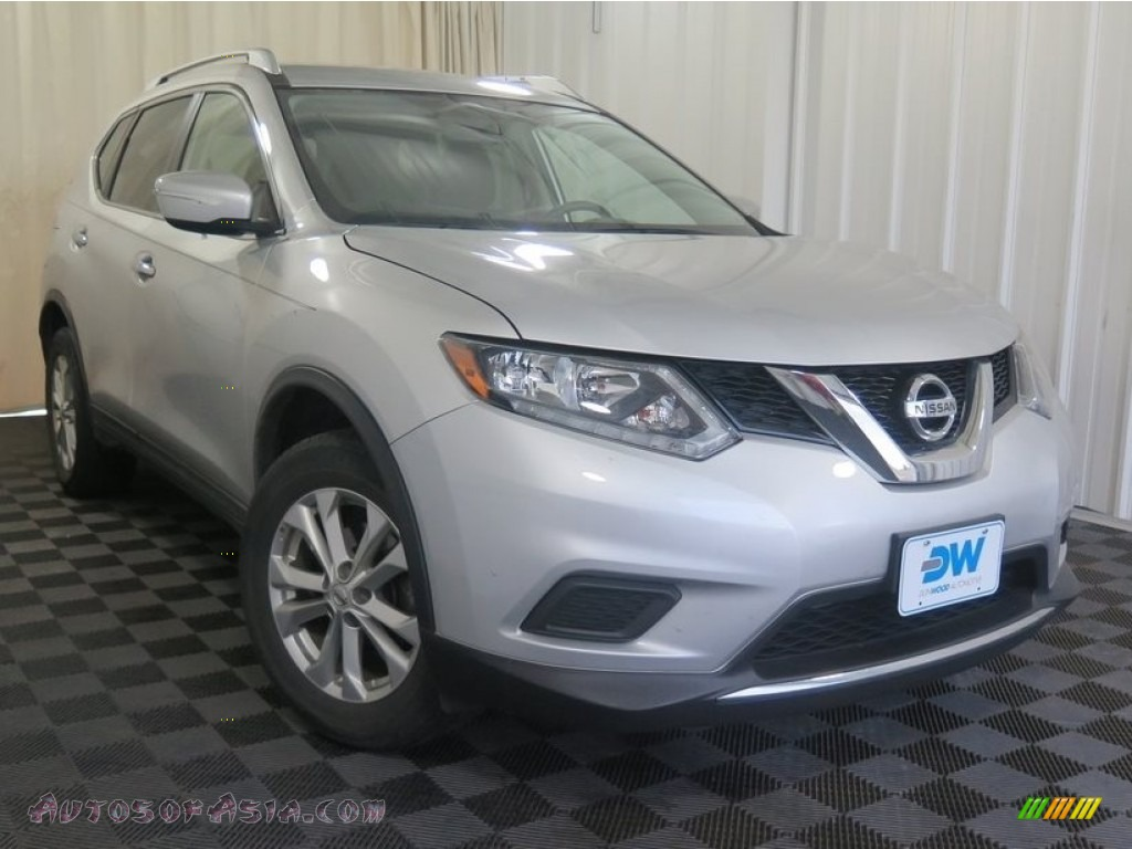2015 Rogue SV AWD - Brilliant Silver / Charcoal photo #1