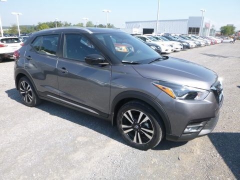 Gun Metallic 2018 Nissan Kicks SR