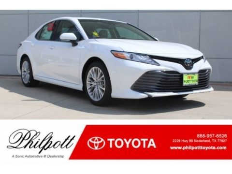 Super White 2018 Toyota Camry XLE