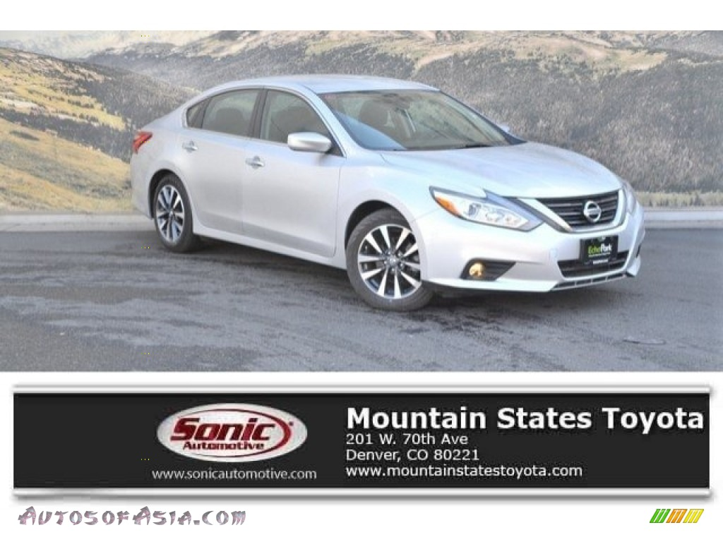 Brilliant Silver / Charcoal Nissan Altima 2.5 SV
