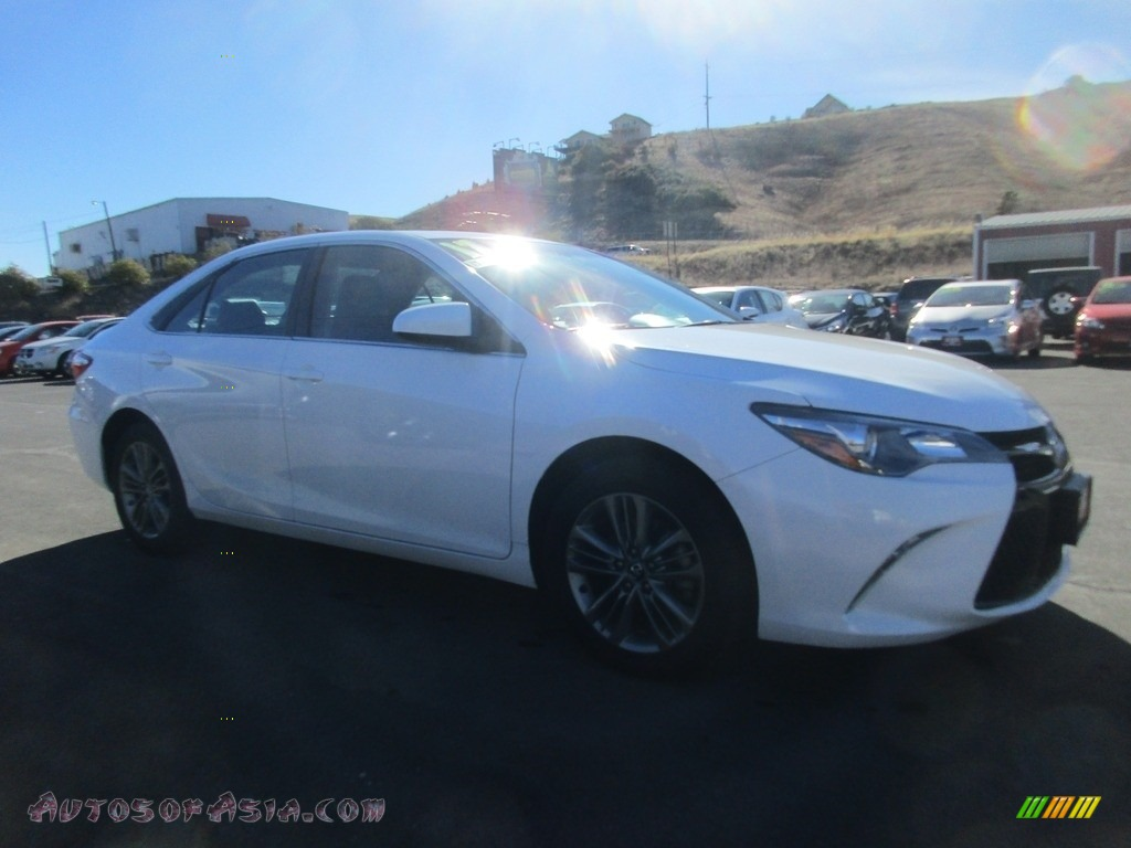 2017 Camry SE - Super White / Black photo #1