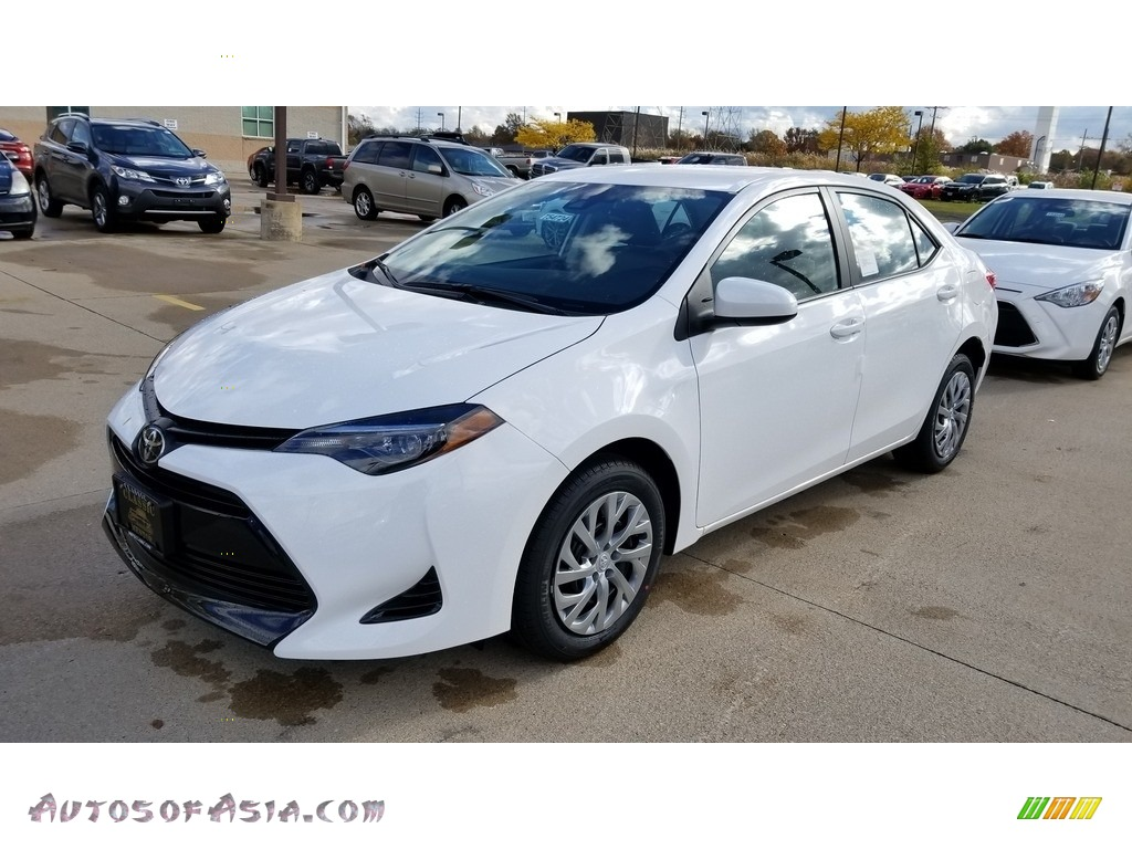 Super White / Ash/Dark Gray Toyota Corolla LE