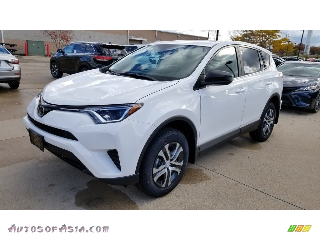 2018 RAV4 LE - Super White / Black photo #1