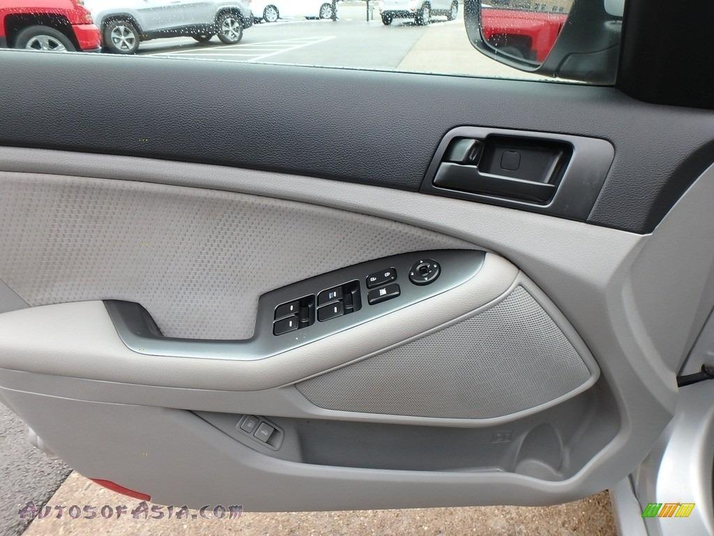2012 Optima LX - Bright Silver / Gray photo #13