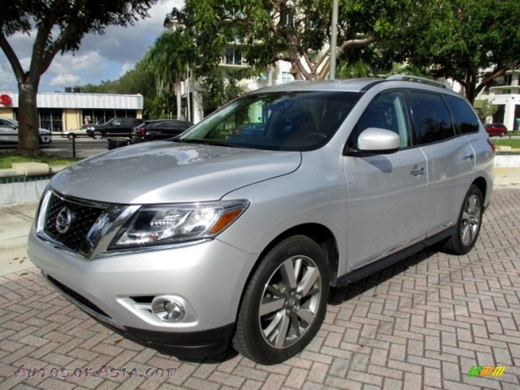2013 Pathfinder Platinum - Brilliant Silver / Charcoal photo #1