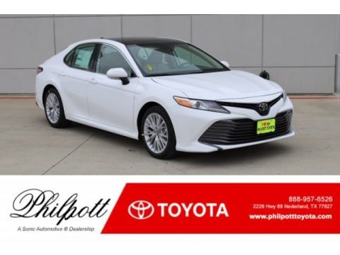Super White 2019 Toyota Camry XLE