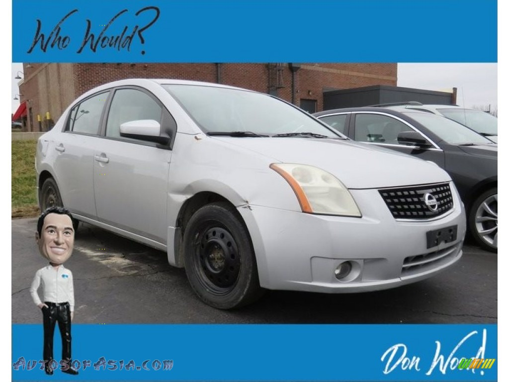Brilliant Silver / Charcoal/Steel Nissan Sentra 2.0 S