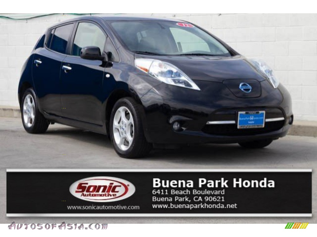 Super Black / Light Gray Nissan LEAF SL