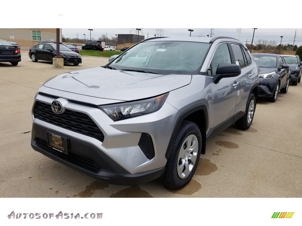 2019 RAV4 LE - Silver Sky Metallic / Black photo #1