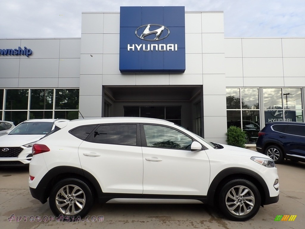 2017 Tucson SE AWD - Dazzling White / Beige photo #1