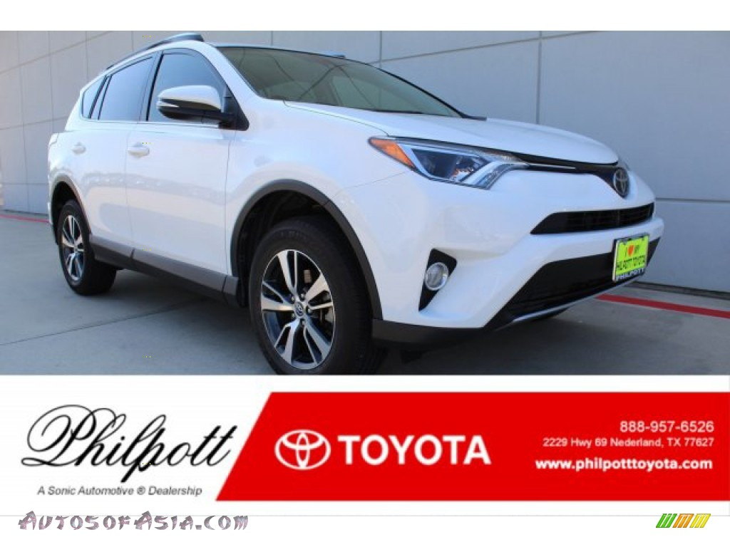 2018 RAV4 XLE - Super White / Black photo #1