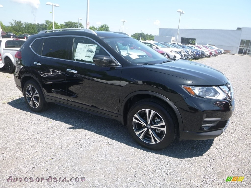 Magnetic Black / Charcoal Nissan Rogue SV AWD