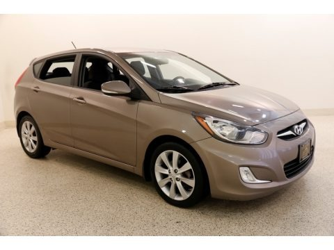 Mocha Bronze 2013 Hyundai Accent SE 5 Door
