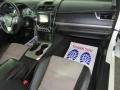 Toyota Camry SE Super White photo #24