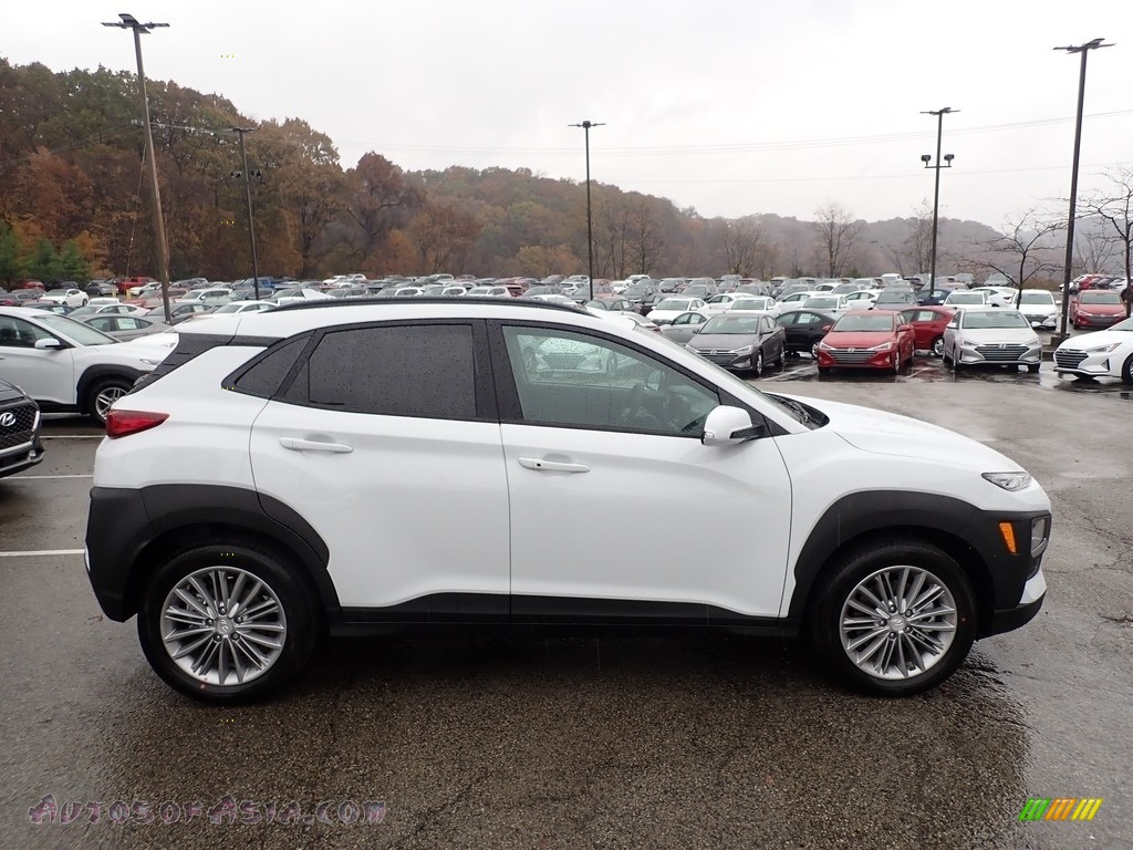 Chalk White / Black Hyundai Kona SEL AWD
