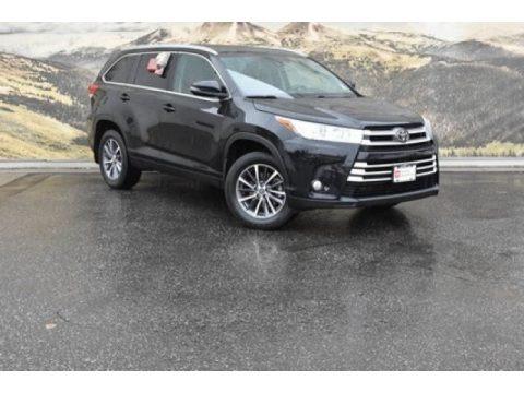 Midnight Black Metallic 2019 Toyota Highlander XLE AWD