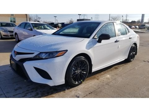 Super White 2020 Toyota Camry SE Nightshade Edition