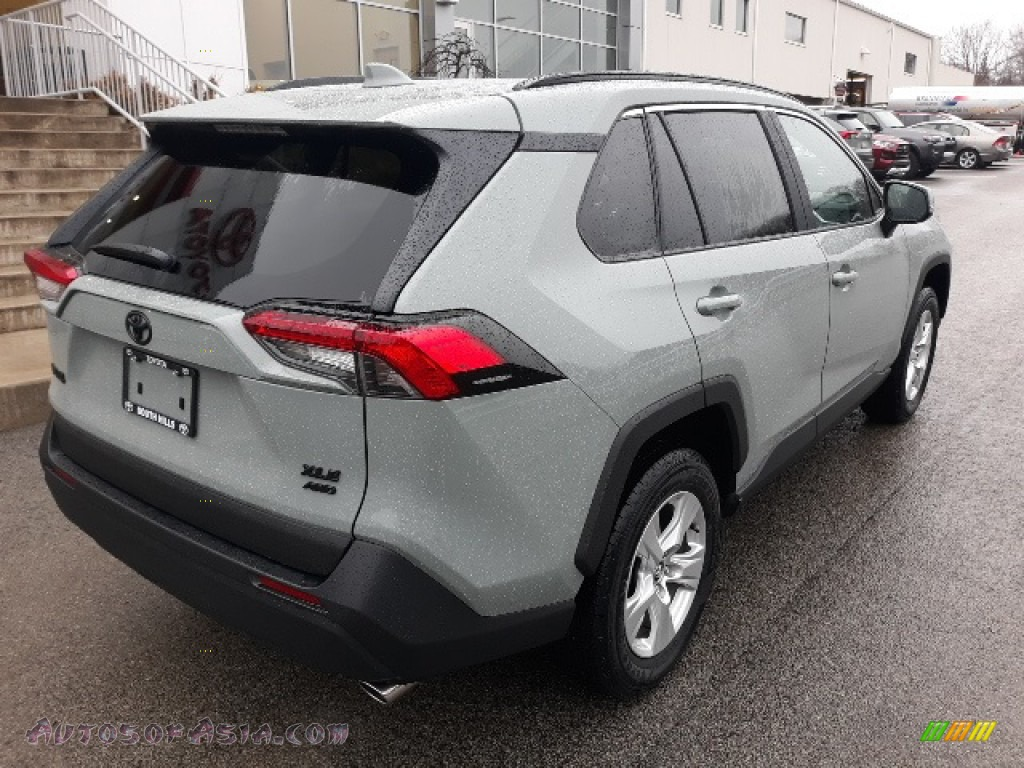 2020 RAV4 XLE AWD - Lunar Rock / Black photo #44