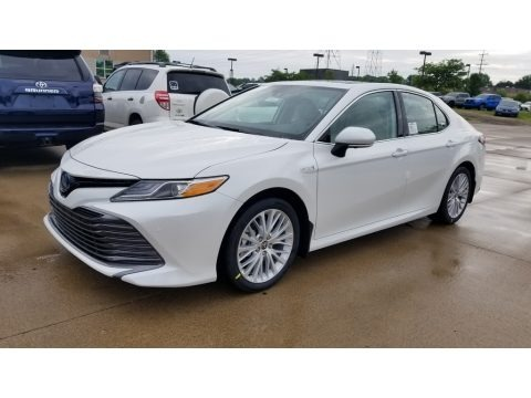 Wind Chill Pearl 2020 Toyota Camry Hybrid XLE