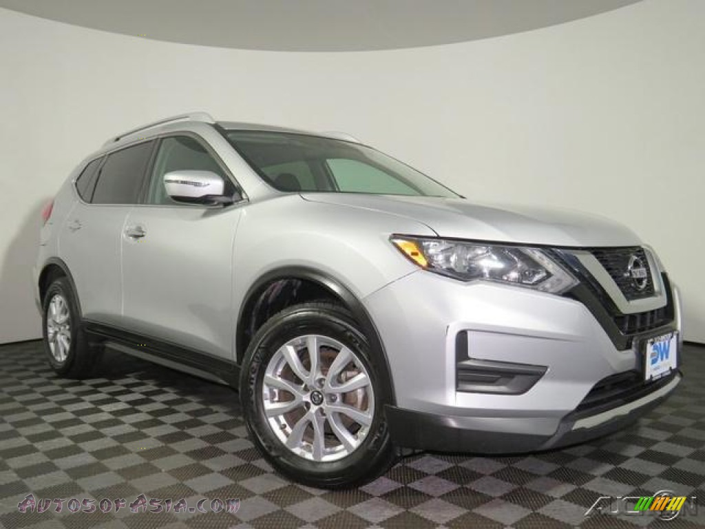 2017 Rogue SV AWD - Brilliant Silver / Charcoal photo #1