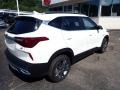 Kia Seltos S AWD Clear White photo #2