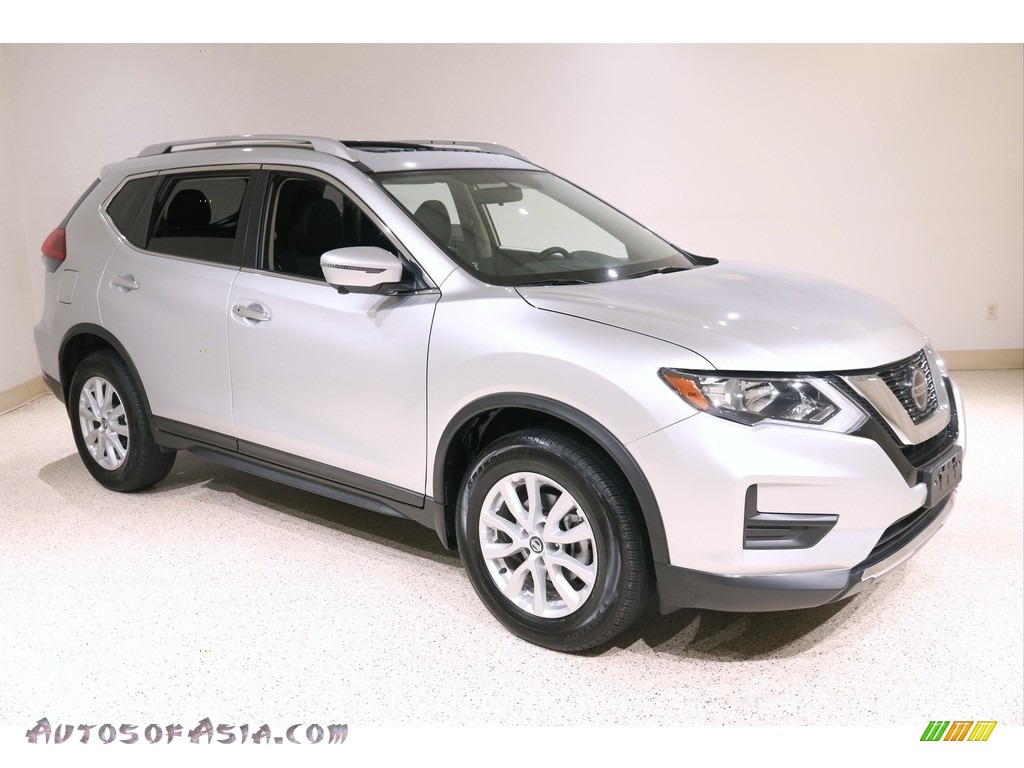 2018 Rogue SV AWD - Brilliant Silver / Charcoal photo #1