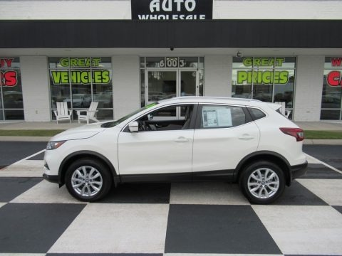 Pearl White Tricoat 2020 Nissan Rogue SV
