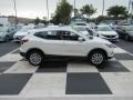 Nissan Rogue SV Pearl White Tricoat photo #3